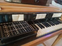Tonewheel chord organ