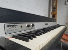 This authentic Rhodes Mark I is in unbelievable condition. Looks like a reissue!